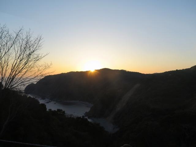 土佐(高知)の岬に夕日が沈む
