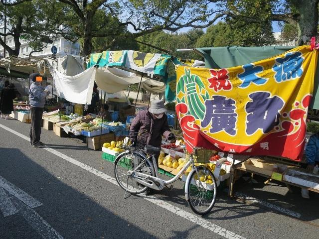 高知・日曜市の大漁旗