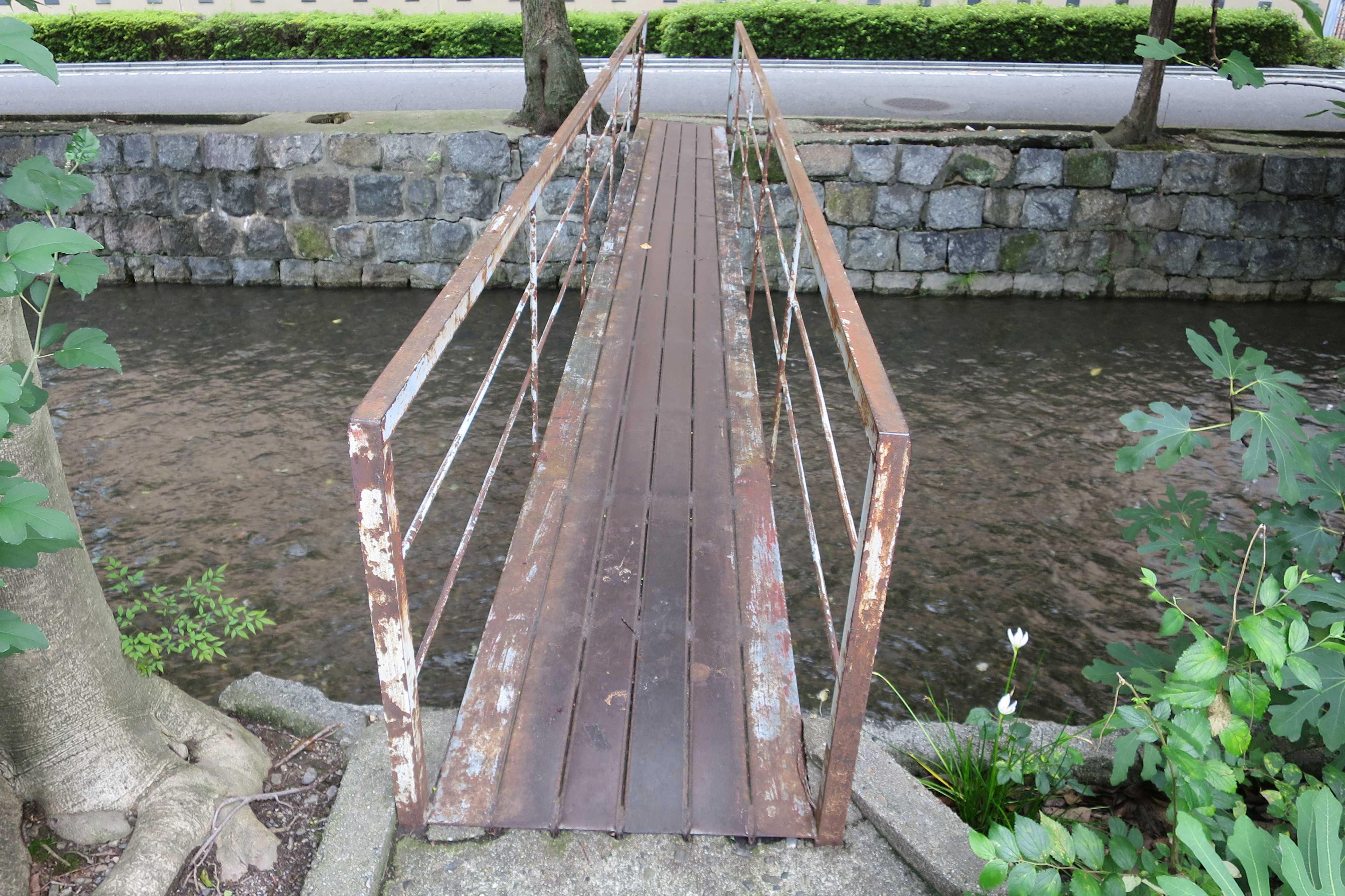 京都・五条楽園 - 高瀬川の細長い橋