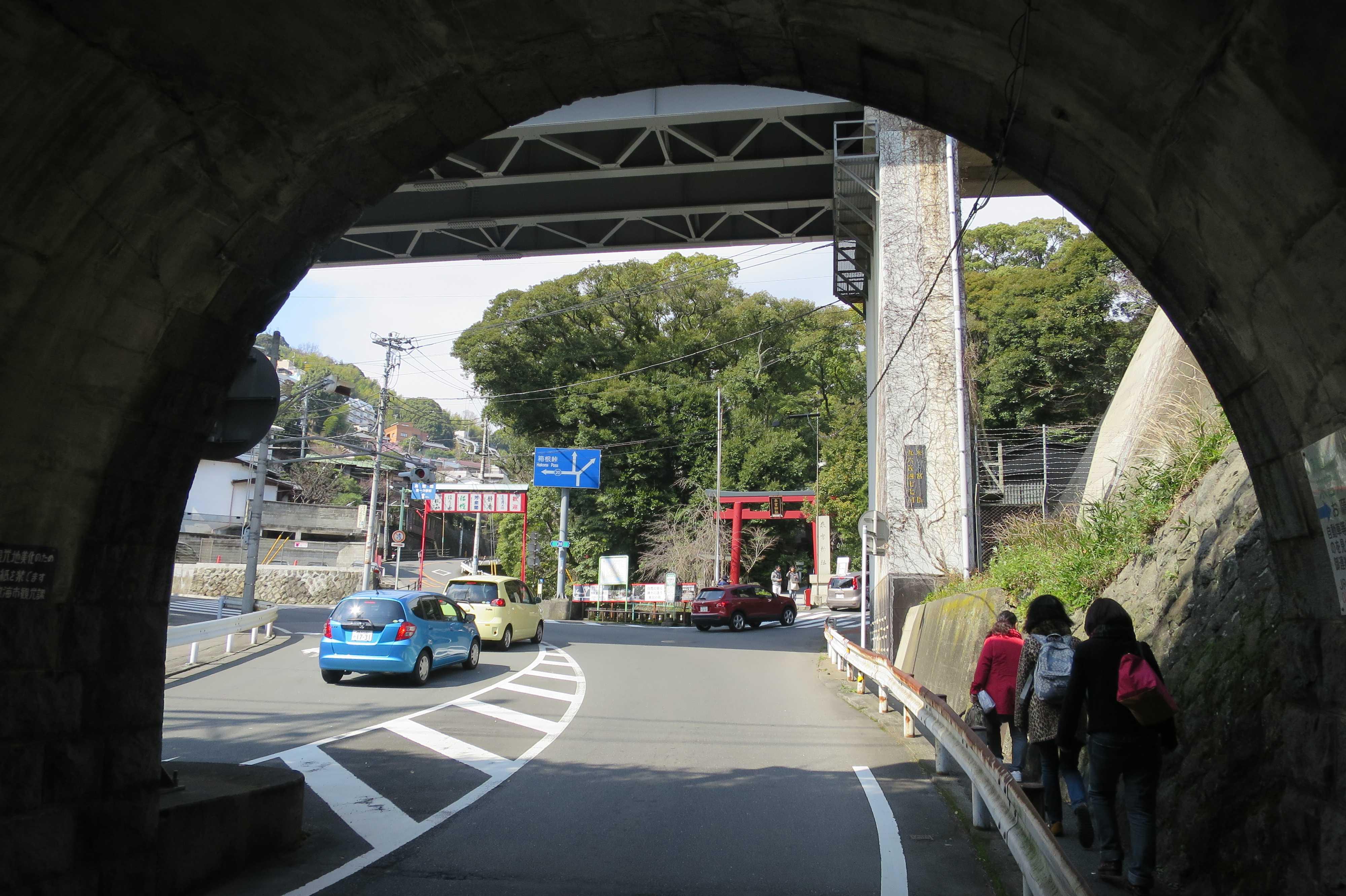 熱海 - 来宮神社の東海道線のトンネル
