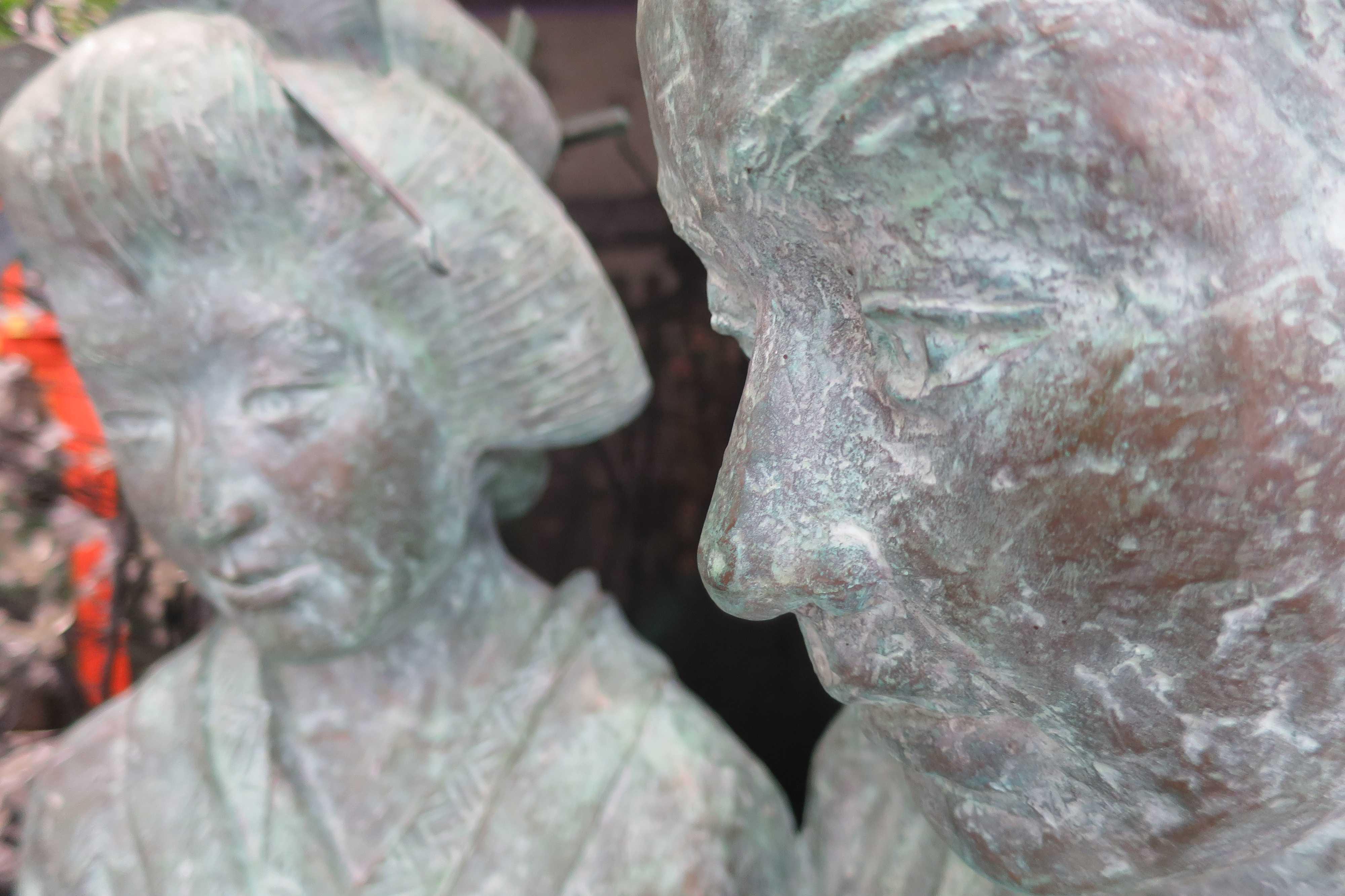露天神社のお初徳兵衛の銅像(ブロンズ像)