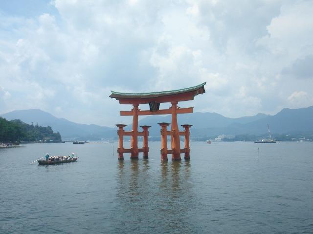 世界遺産・厳島神社の大鳥居