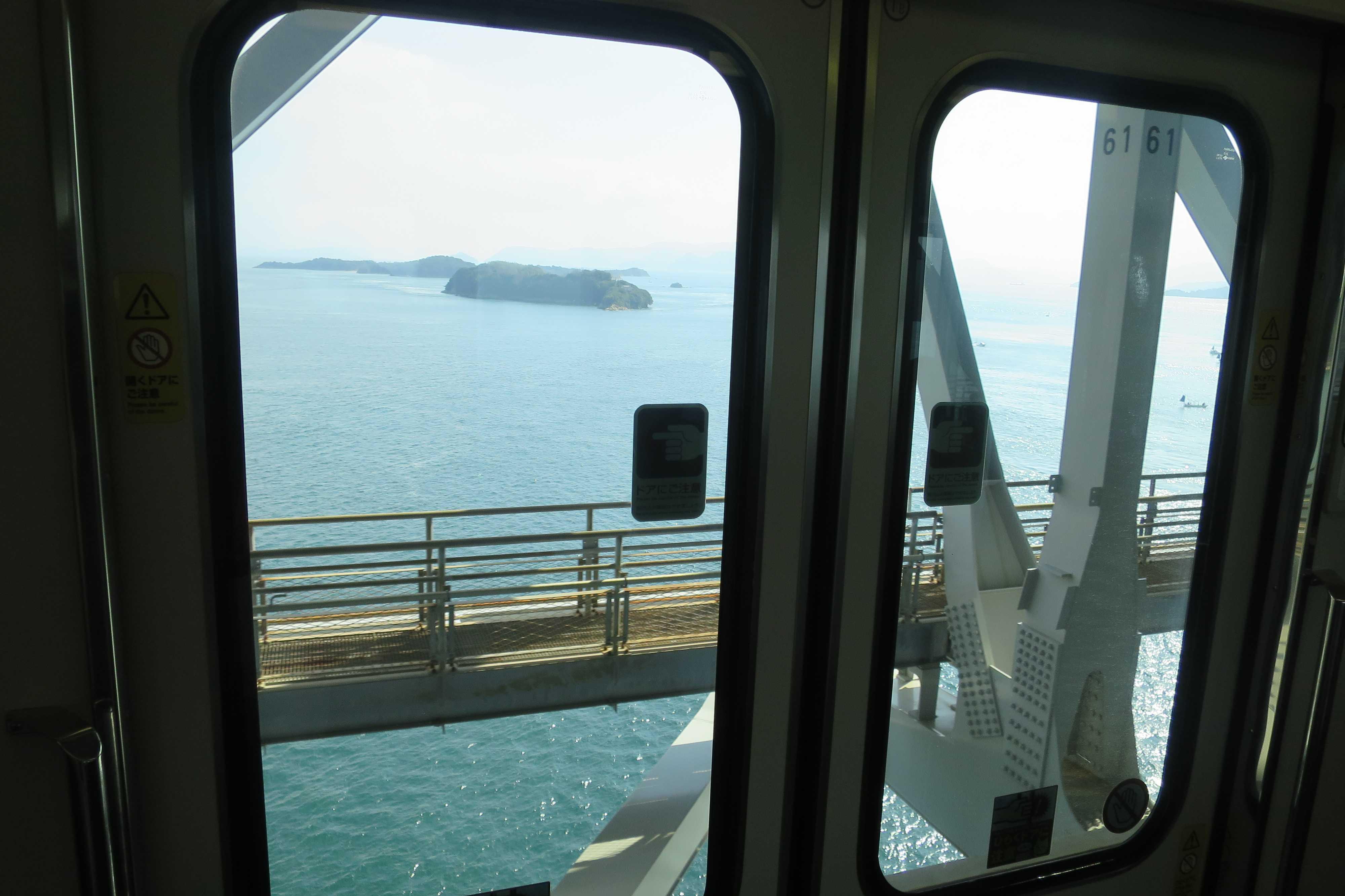 マリンライナーから見えた瀬戸内海