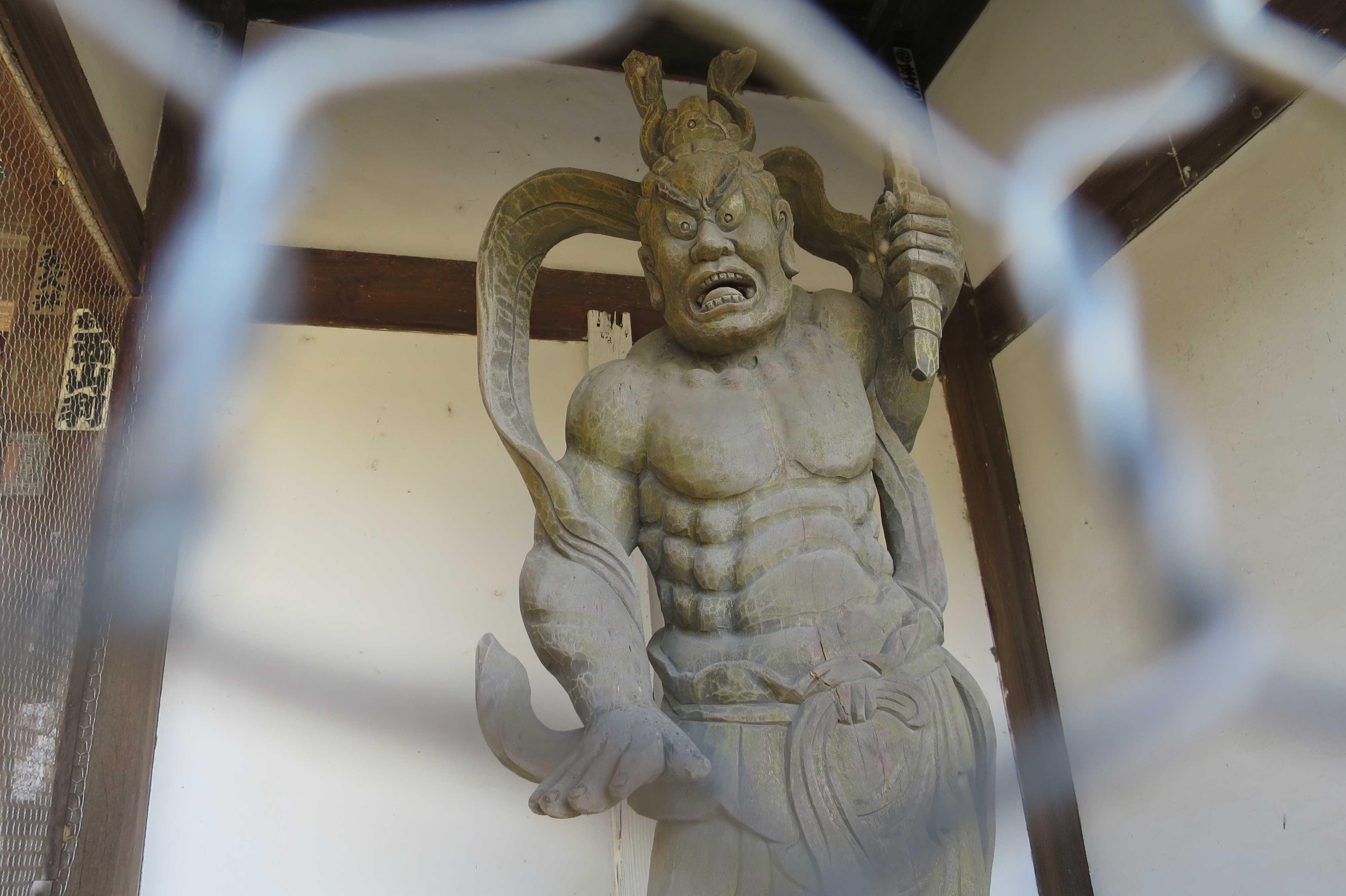 曼荼羅寺の仁王さん