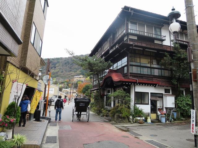 萬寿福旅館と人力車