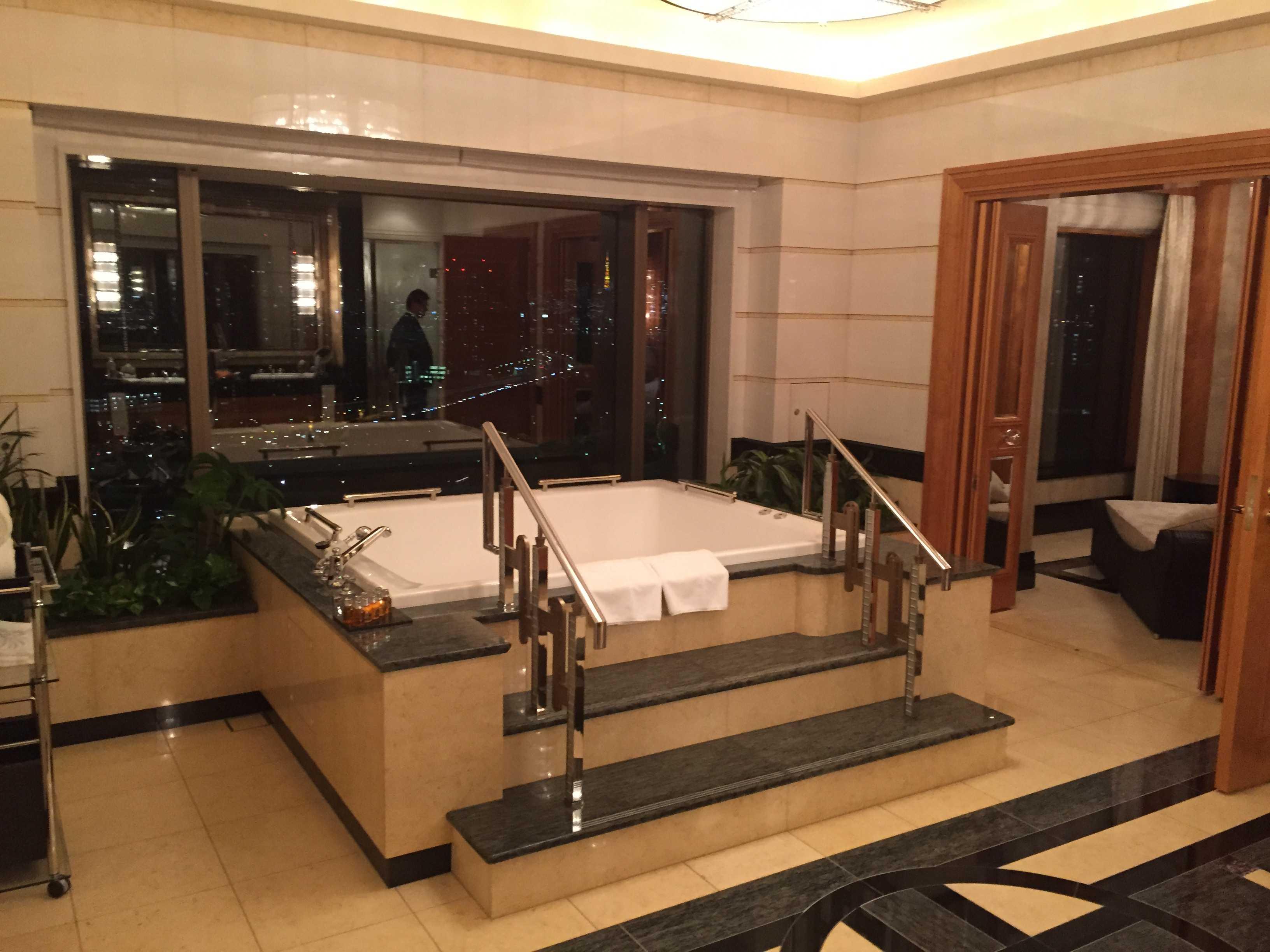 東京ベイコート倶楽部: ロイヤルスイート バスルーム