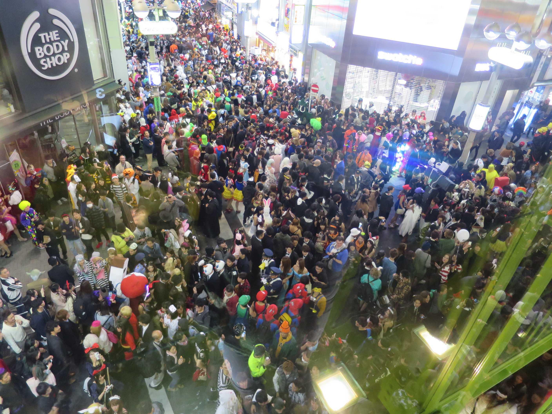 渋谷ハロウィン - bershka 渋谷店内から見た風景