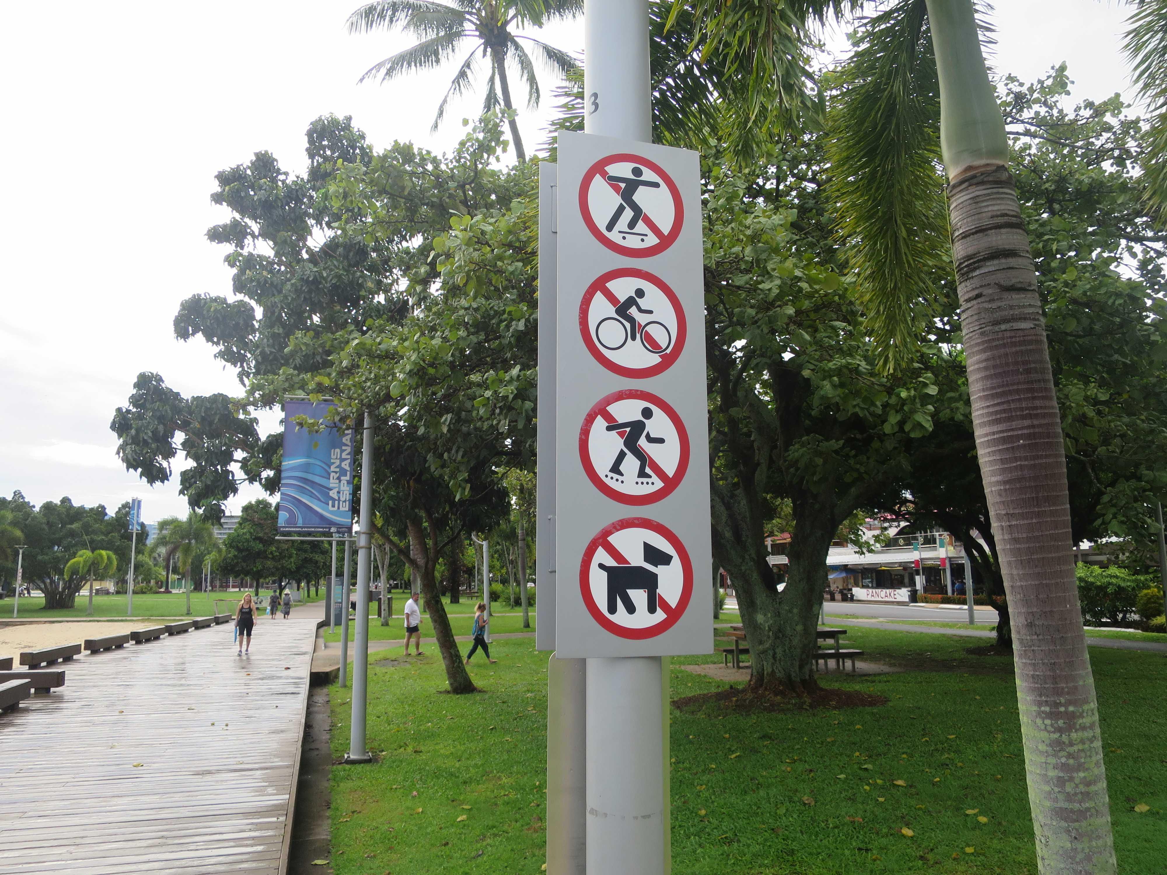 スケボー禁止!自転車禁止!ローラースケート禁止!犬禁止!