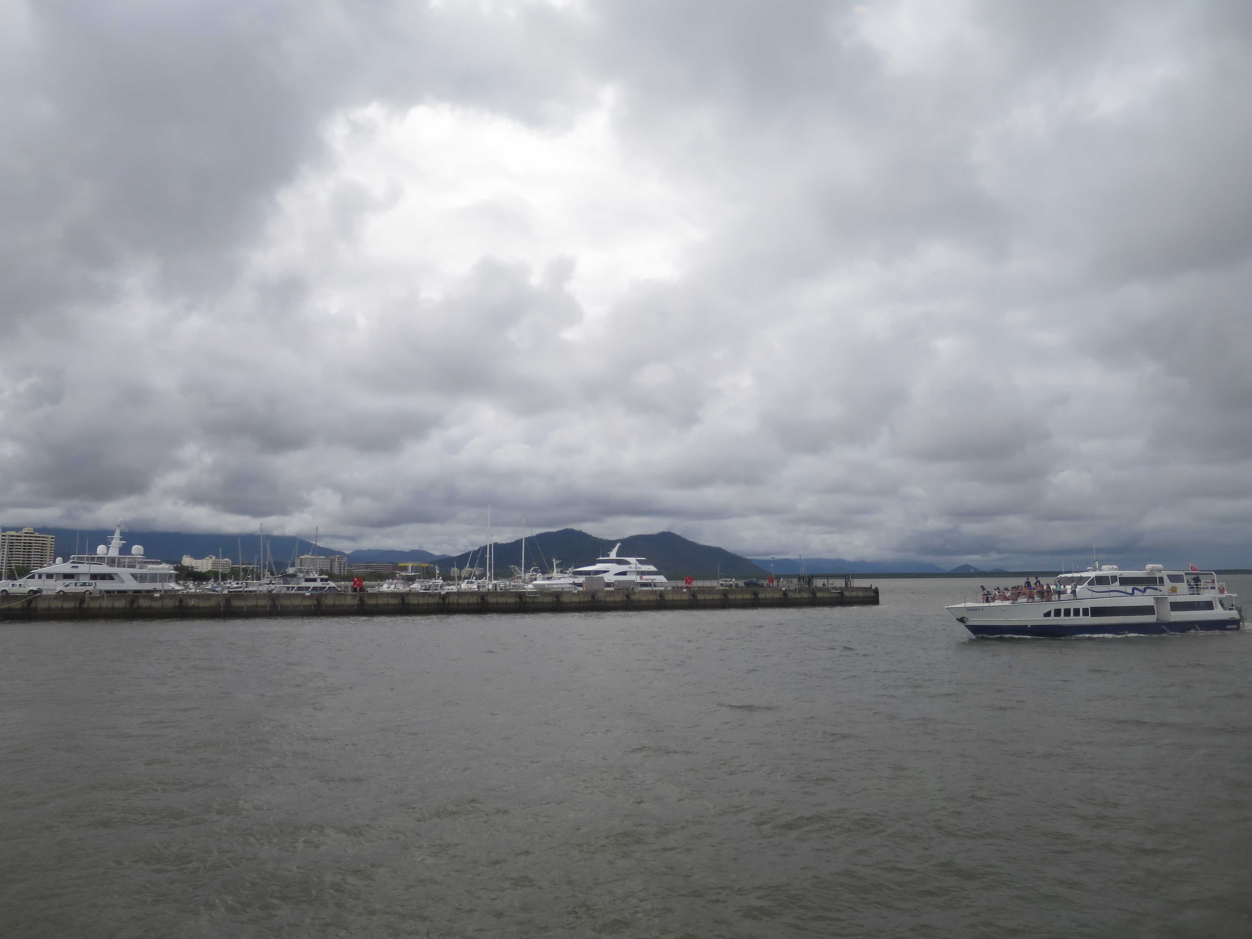 ケアンズの港
