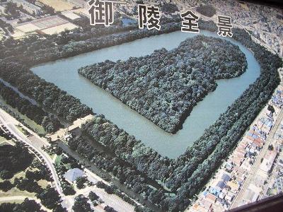 世界最大の前方後円墳・仁徳天皇陵