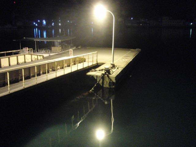 夜の尾道水道の桟橋