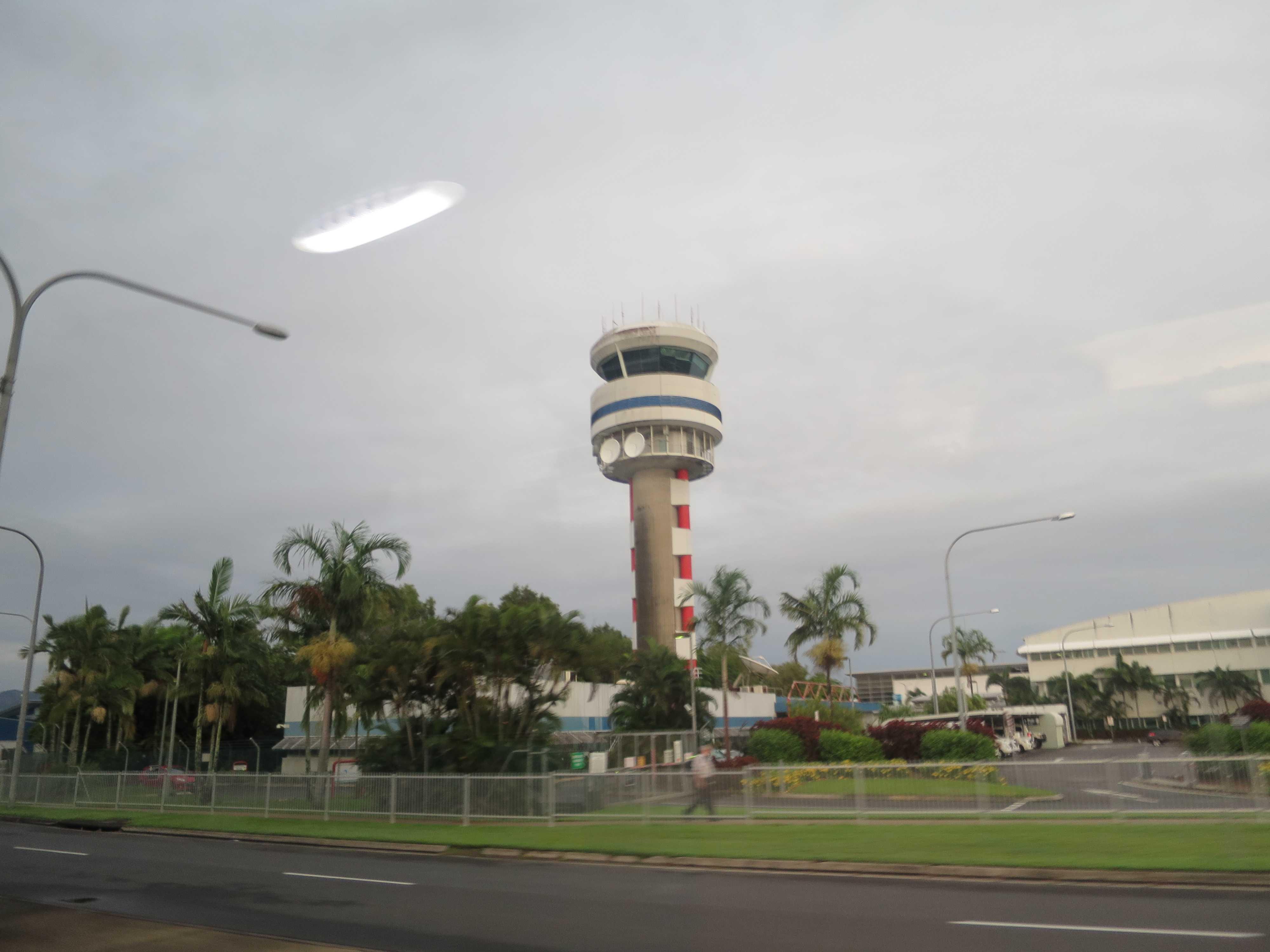 ケアンズ空港の管制塔