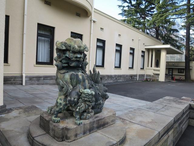東京都庭園美術館(旧朝香宮邸)本館の玄関脇の狛犬