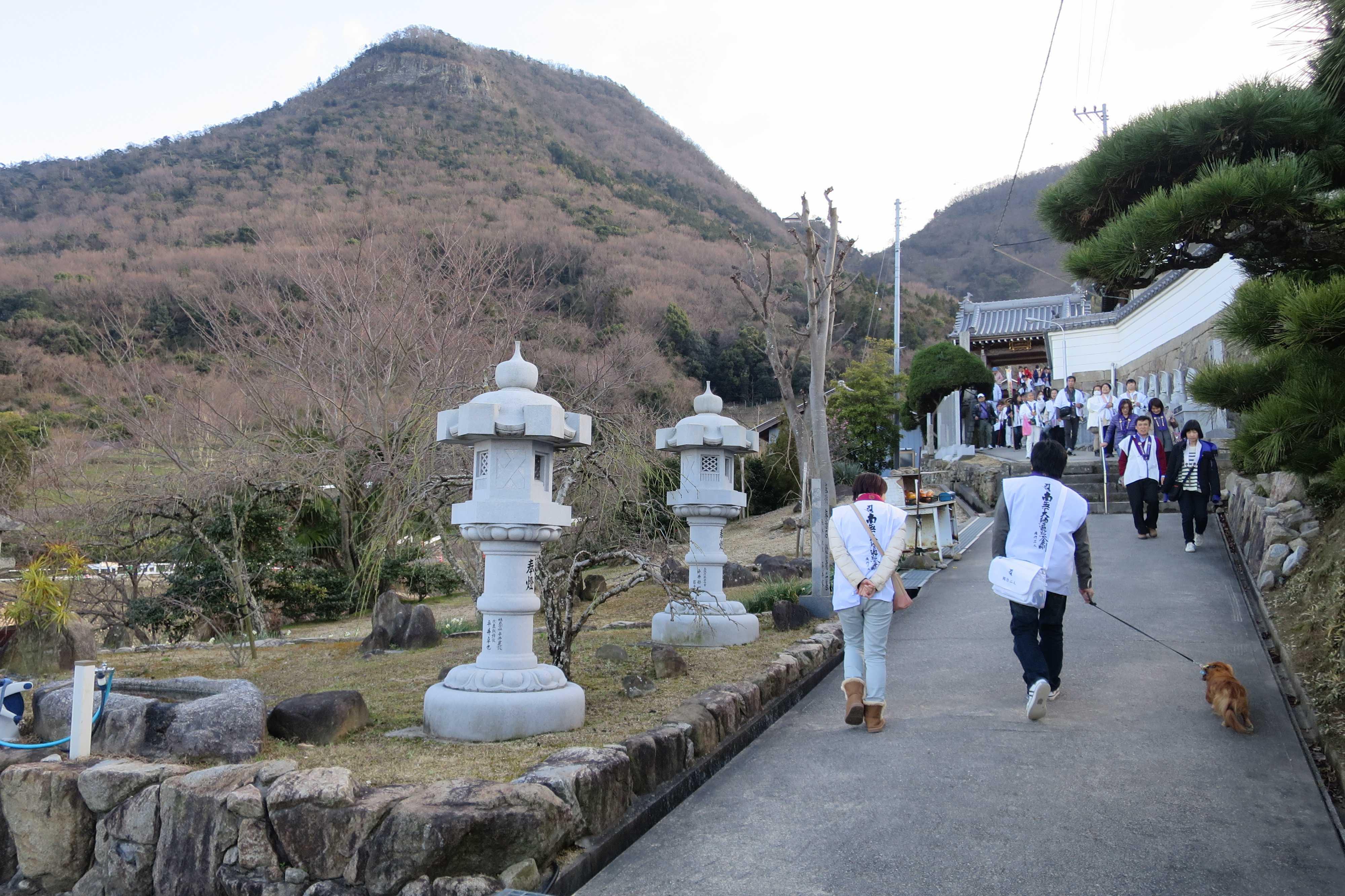 我拝師山と出釈迦寺の石段