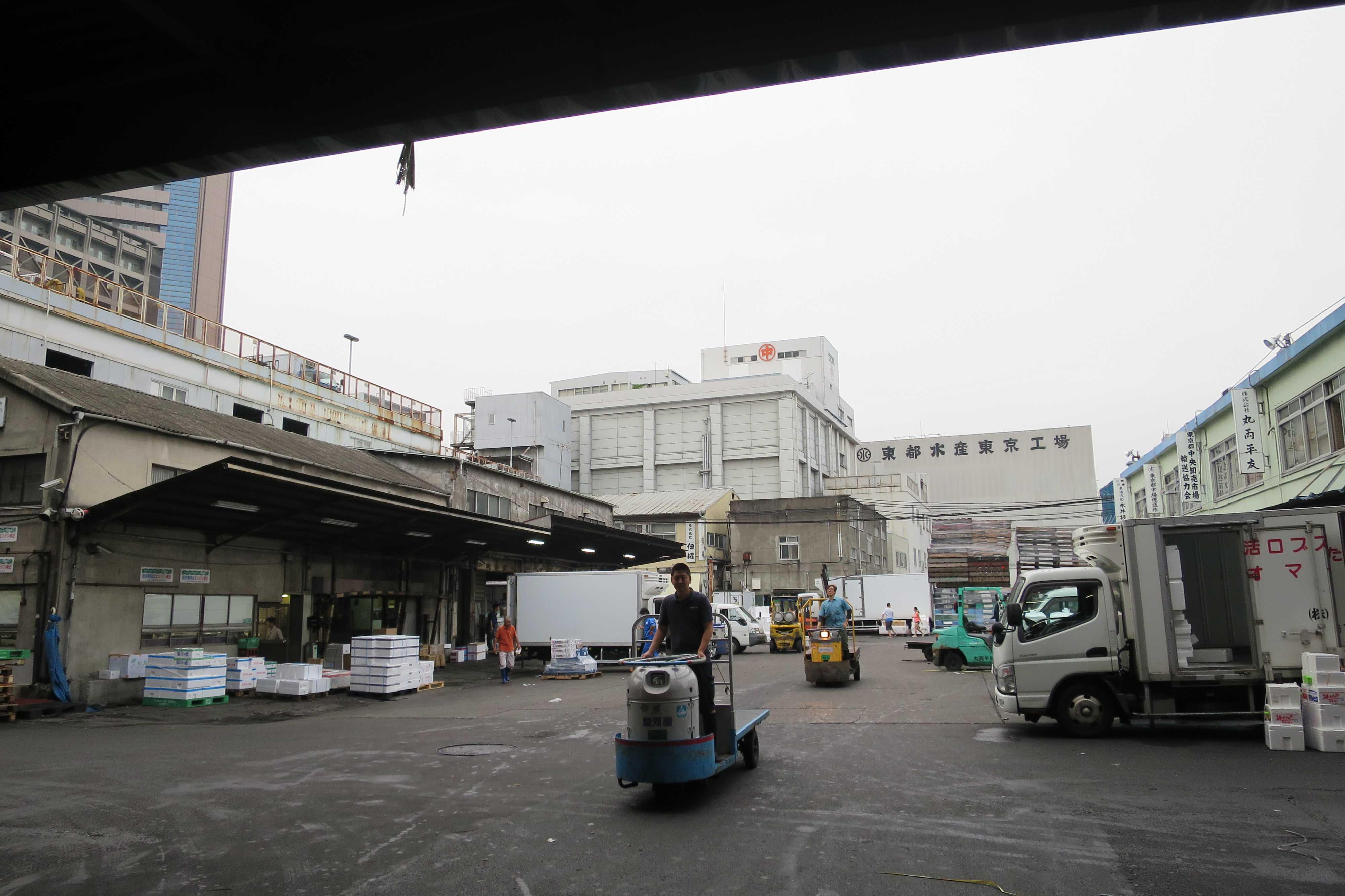 築地市場 - 朝6時半頃の様子