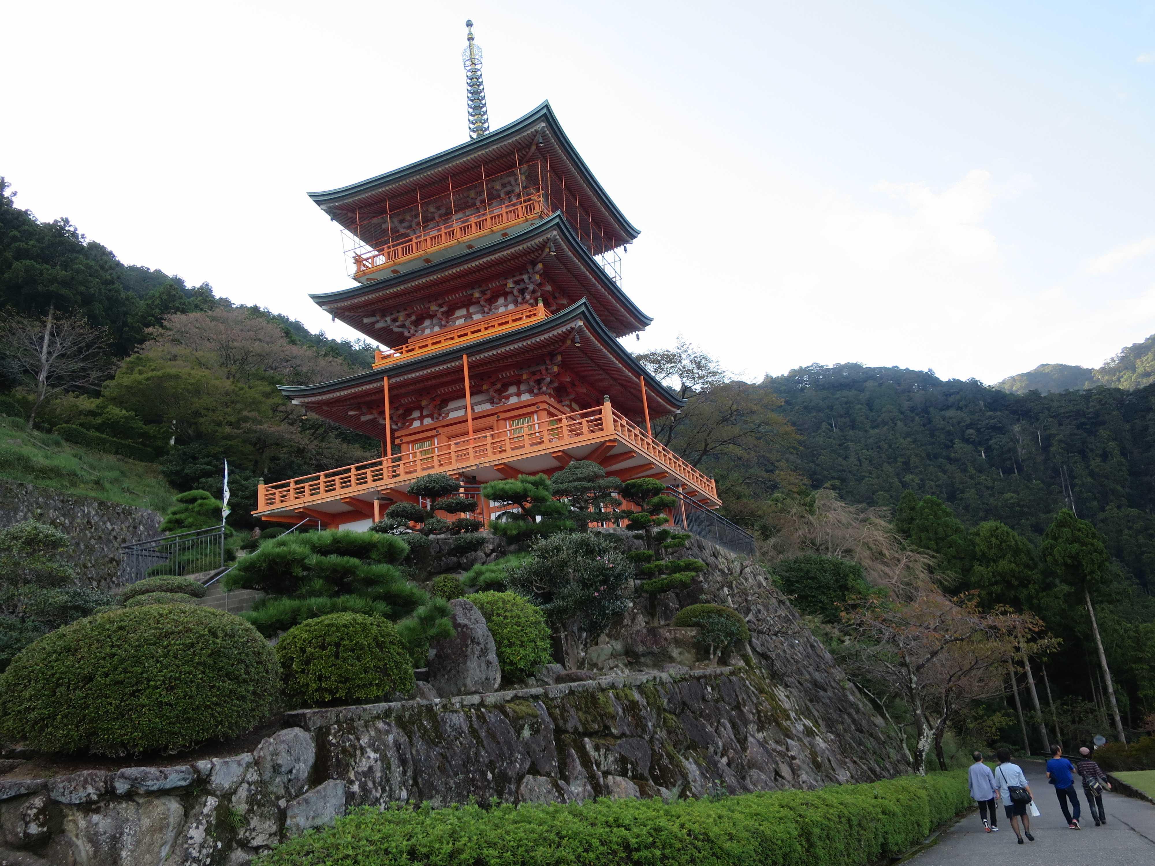 青岸渡寺の三重の塔
