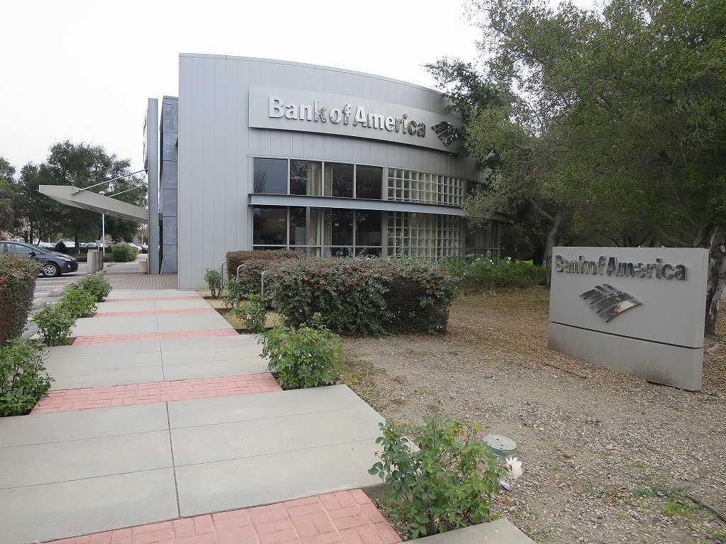 スタンフォード大学のキャンパスの銀行 - バンク・オブ・アメリカ
