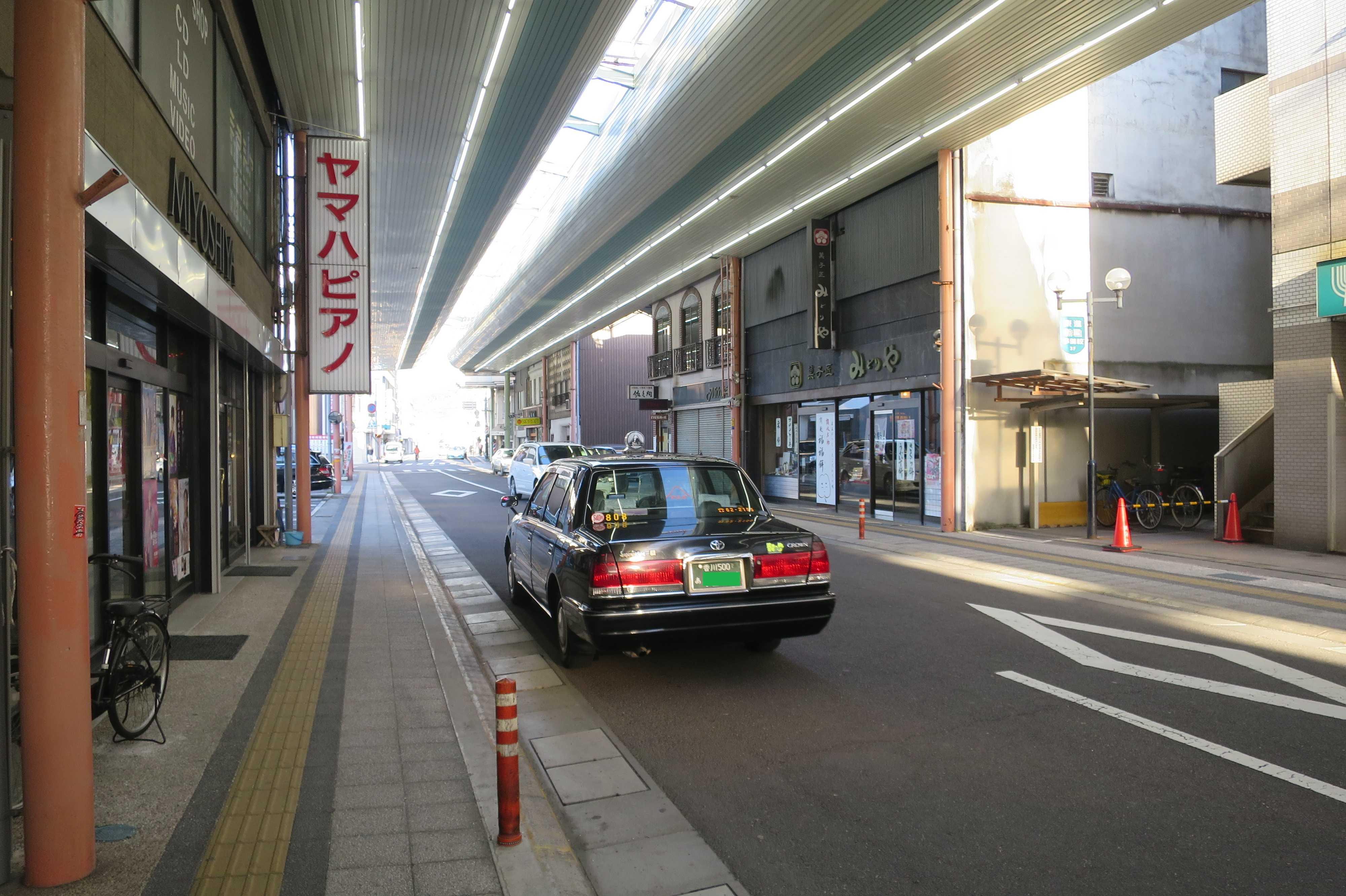 丸亀駅前の商店街のアーケート