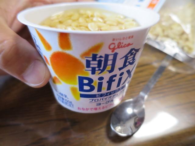 グリコのヨーグルト「朝食BifiX(ビフィックス)」のマイルドプレーン