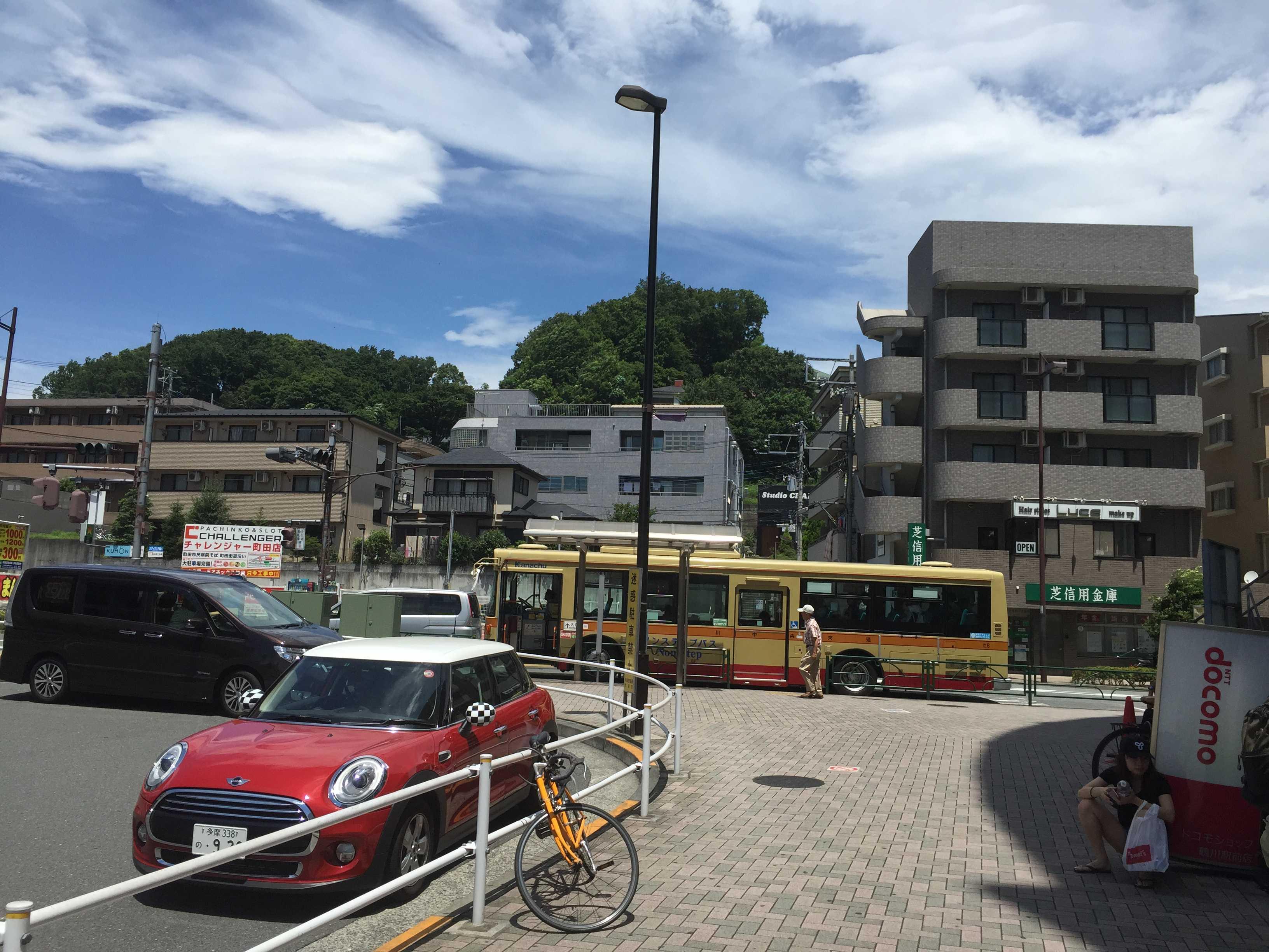 鶴川駅前・神奈中バス