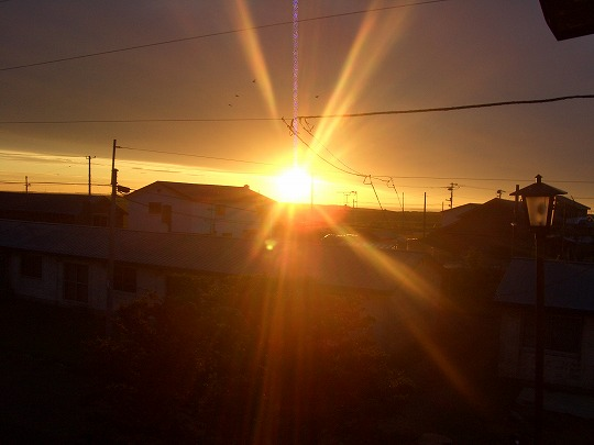 オレンジ色に光輝く根室の朝日