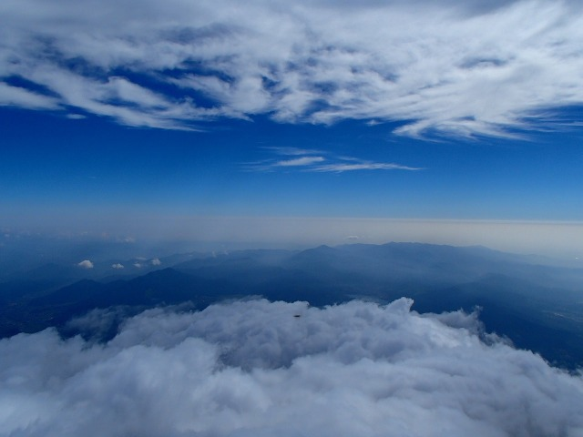 富士山頂上からの眺め