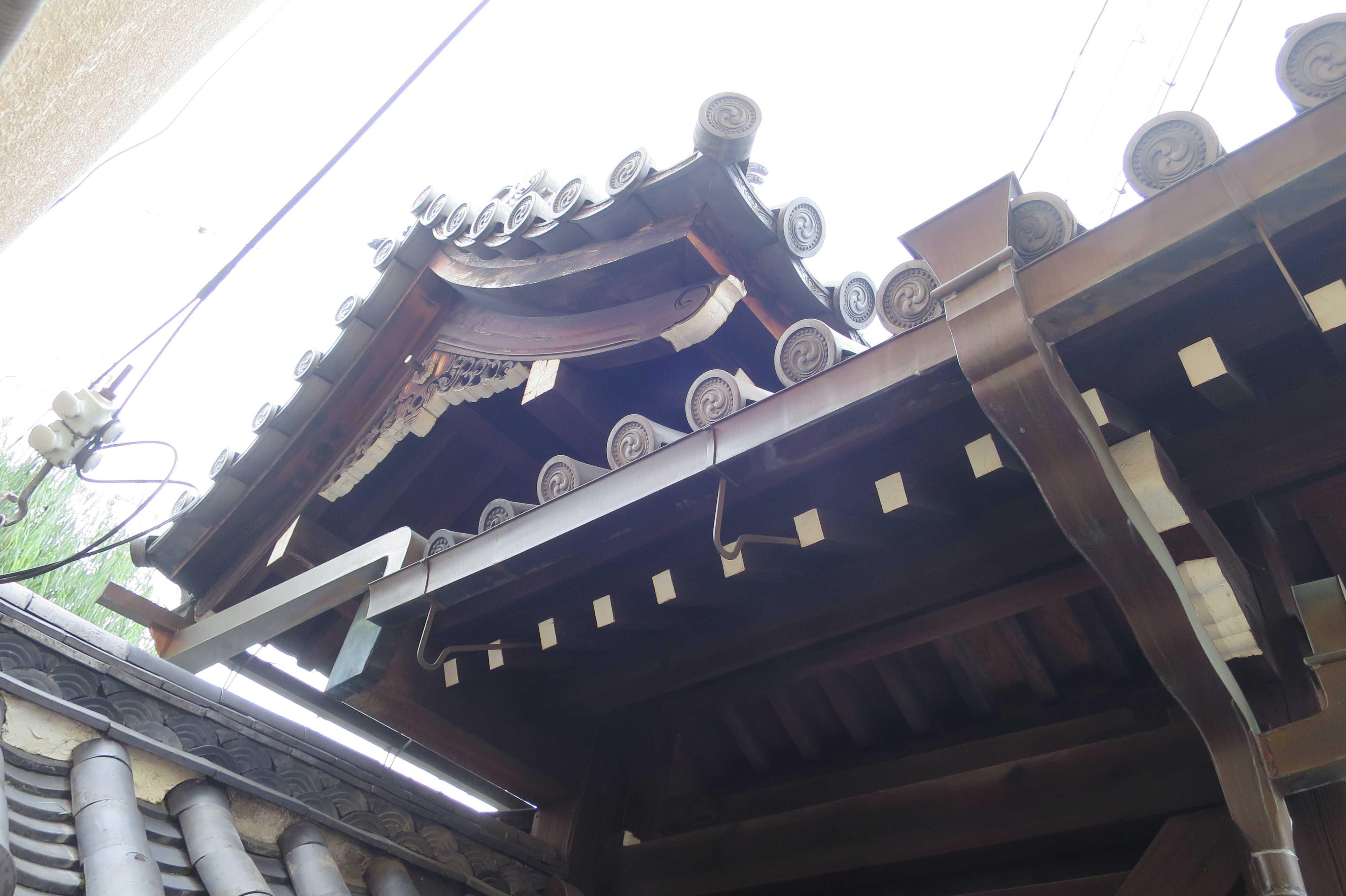 島原大門 - 本瓦葺、切妻の高麗門