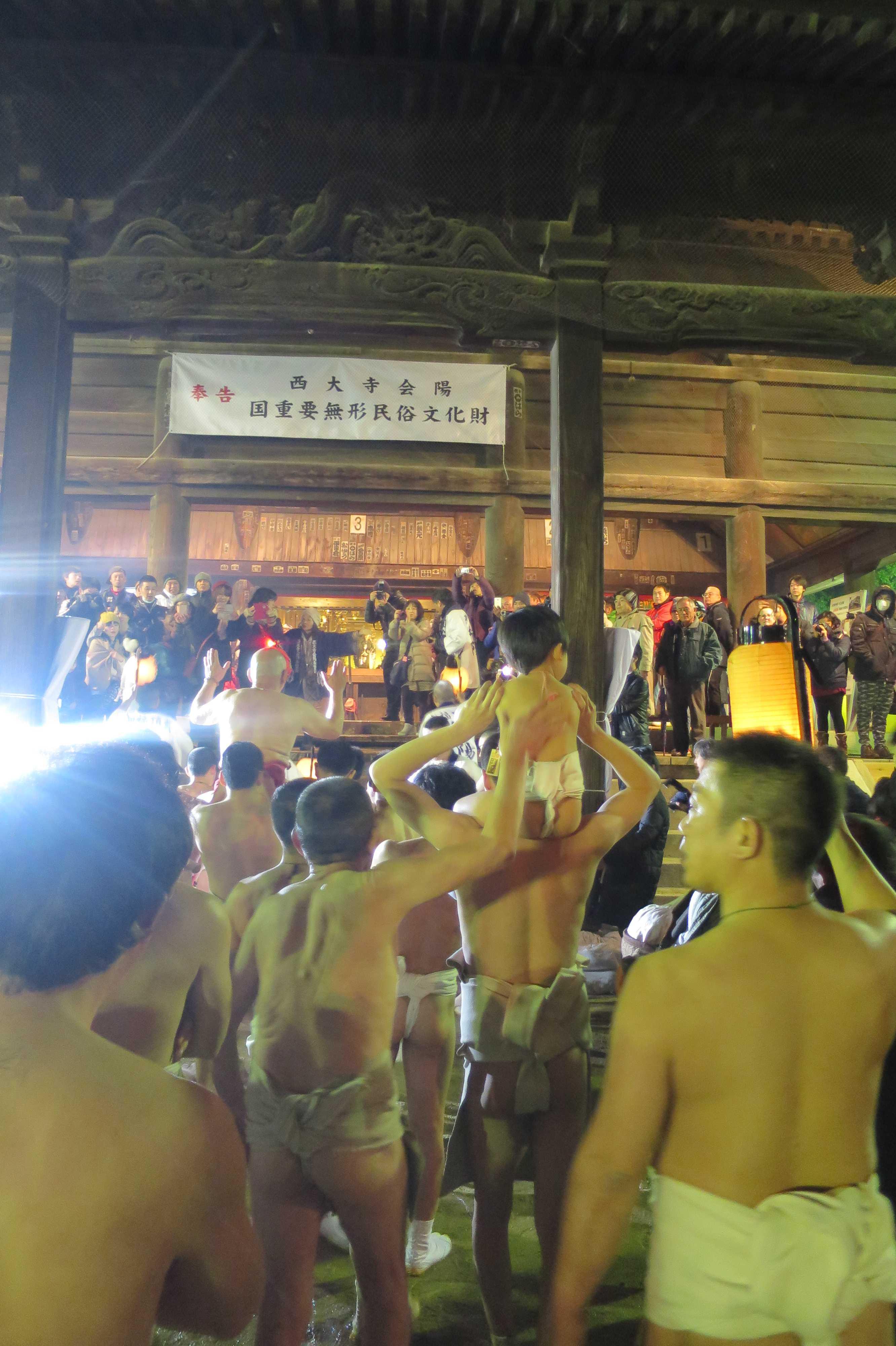 西大寺会陽 - 本堂へ向かう林グループ