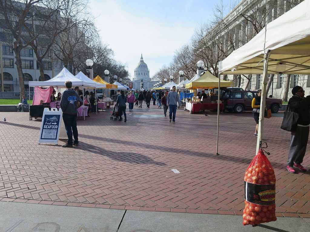 サンフランシスコ市庁舎(City Hall)前のマーケット