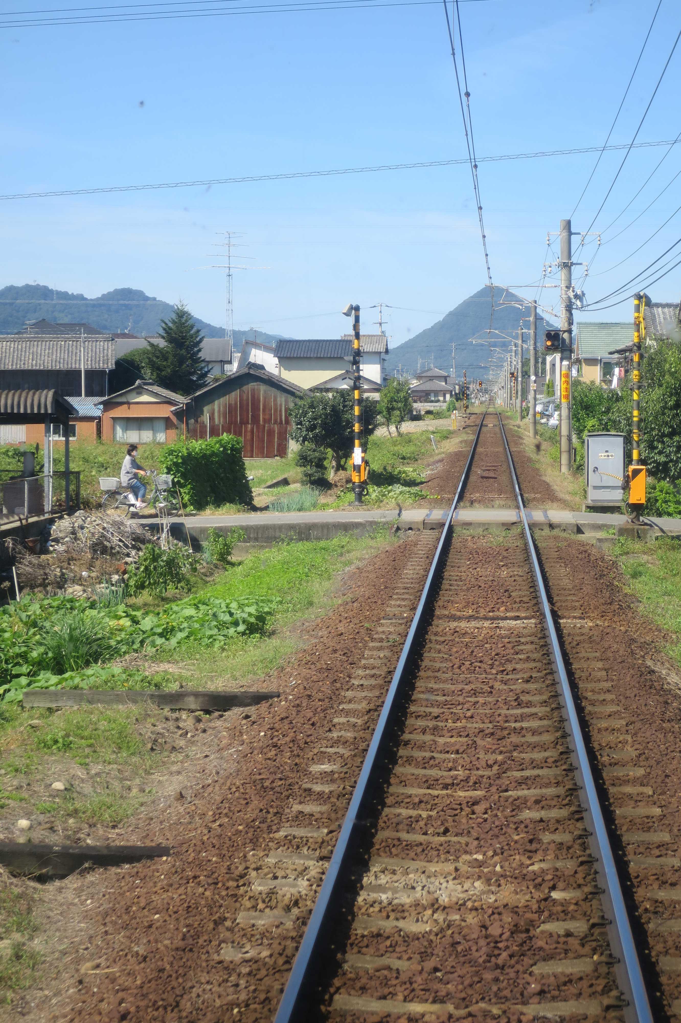 ことでん電車から見えた讃岐七富士の一つ 御厩富士