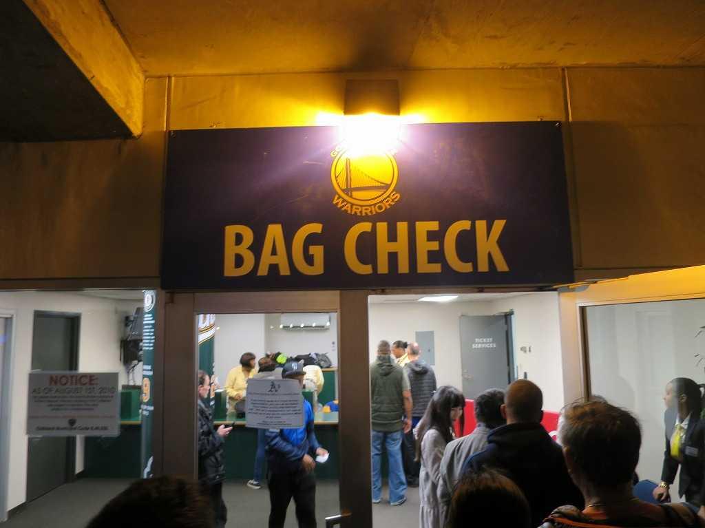 オラクル・アリーナの手荷物検査(Bag Check)