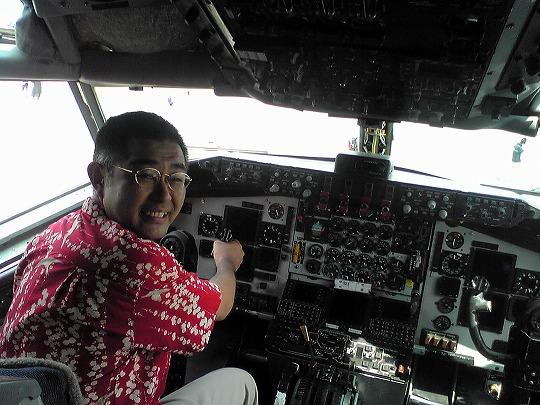 空中給油機 KC-135Rの操縦桿を握る僕・村内伸弘