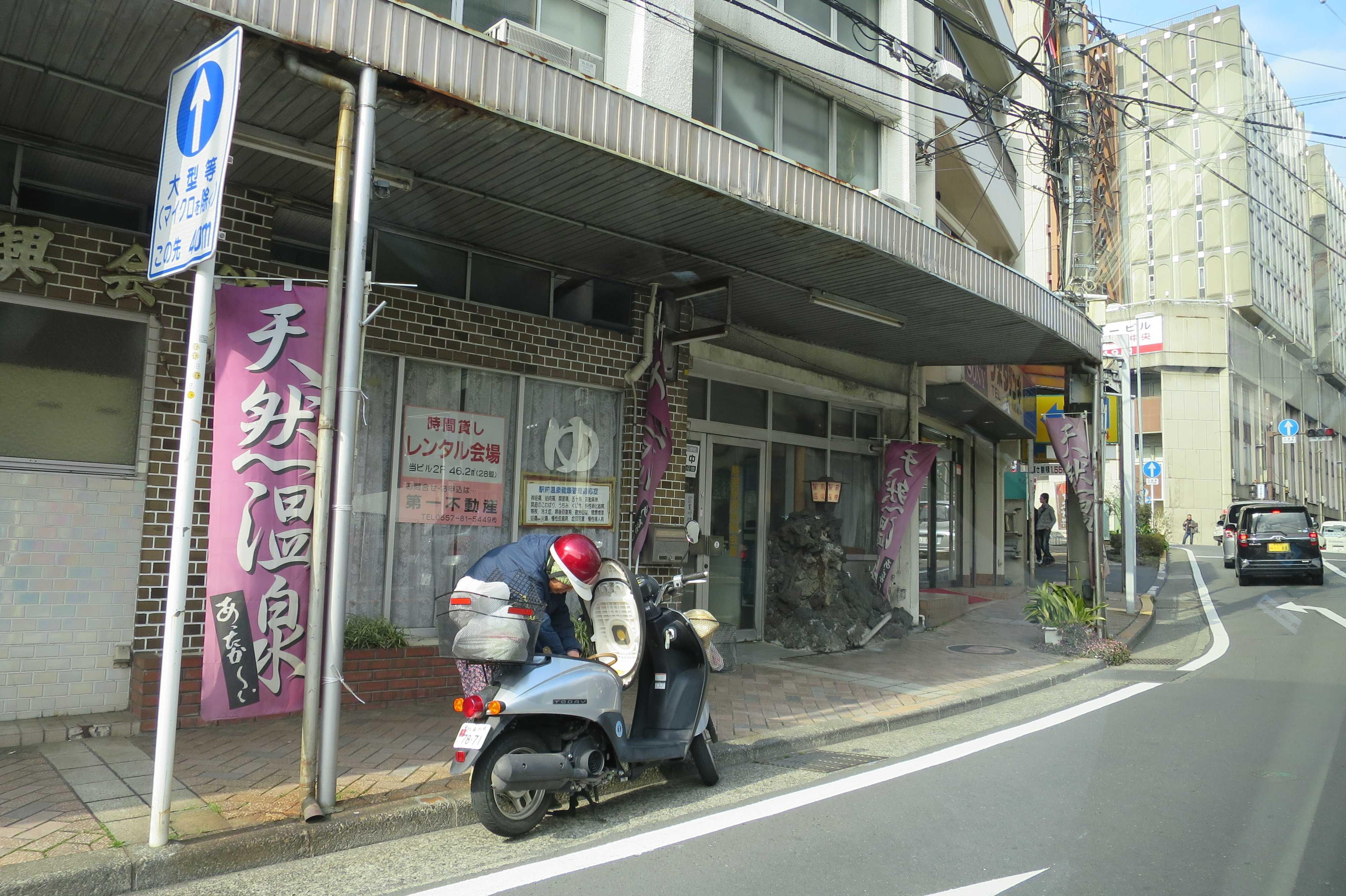 熱海 - タクシーの車窓