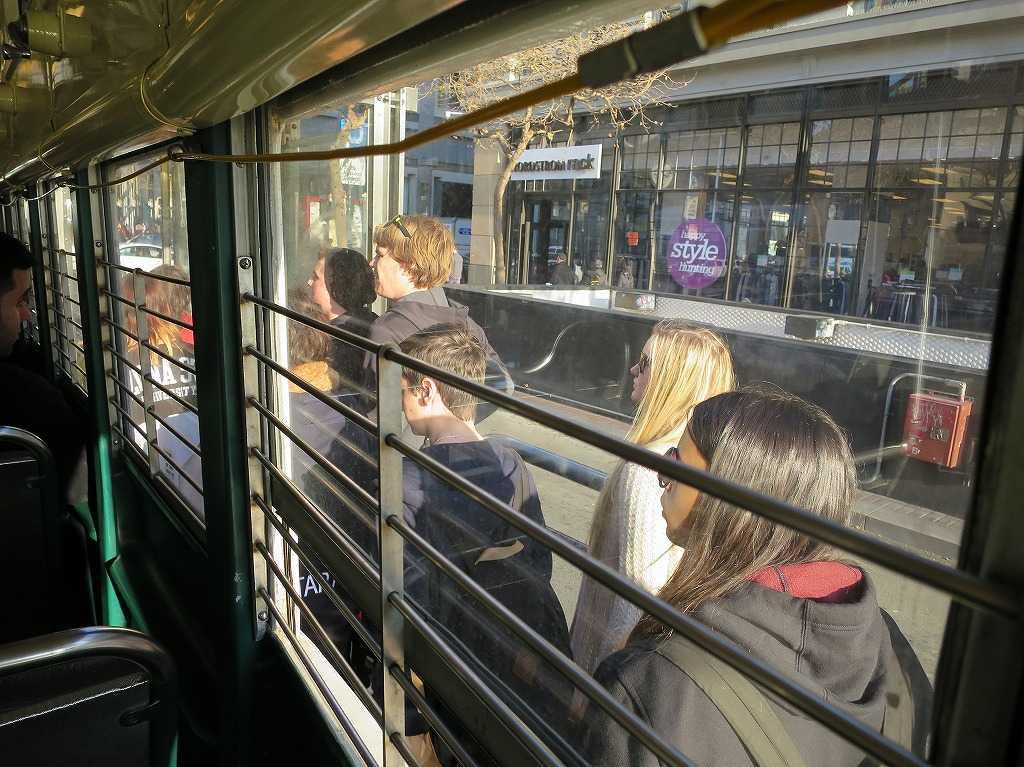 サンフランシスコ - Fラインに乗ってくる人々