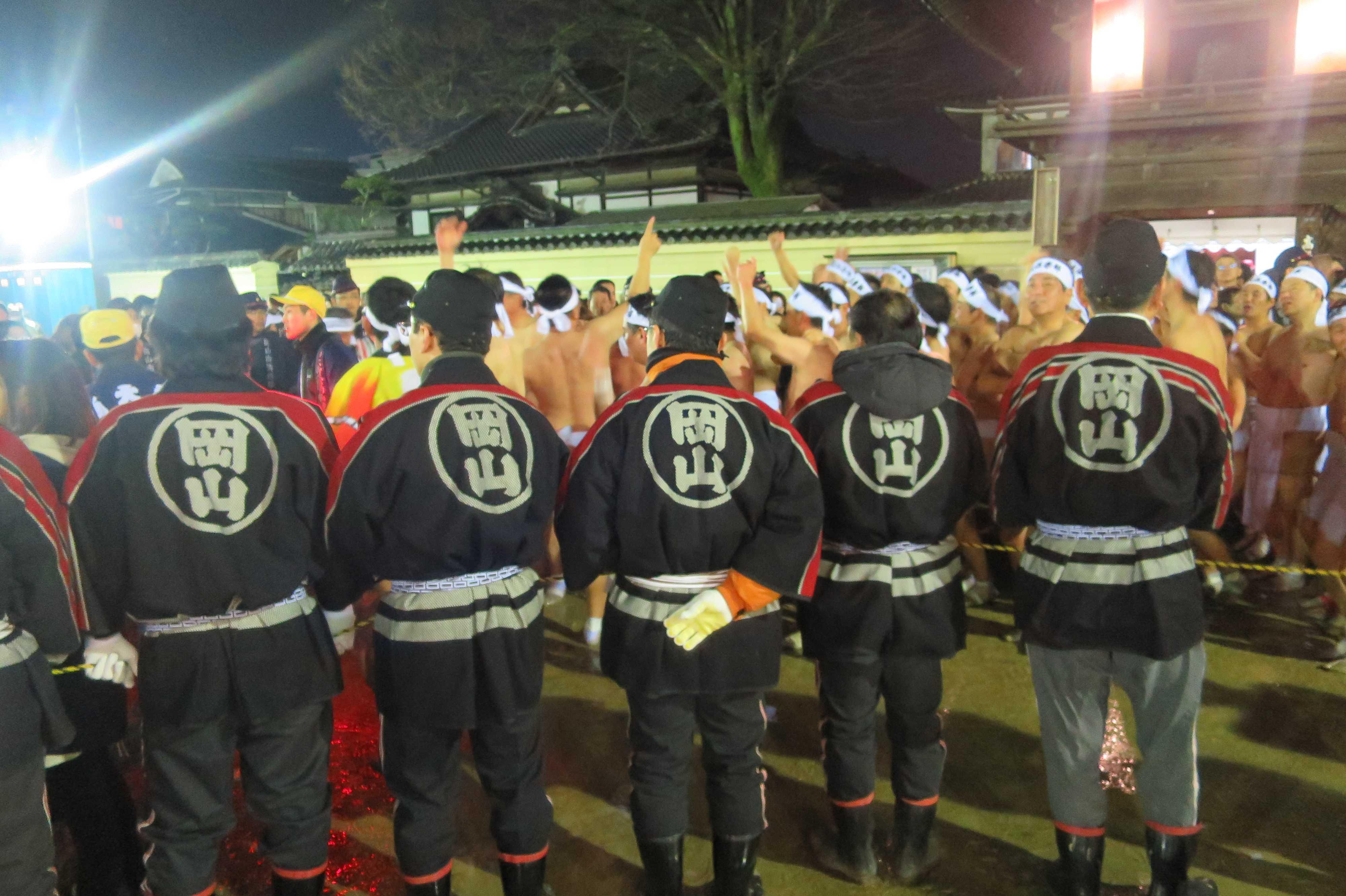 西大寺会陽 - 岡山の法被を着た消防団の人たち