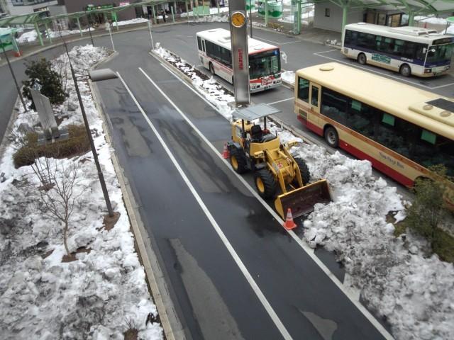八王子駅南口の除雪作業