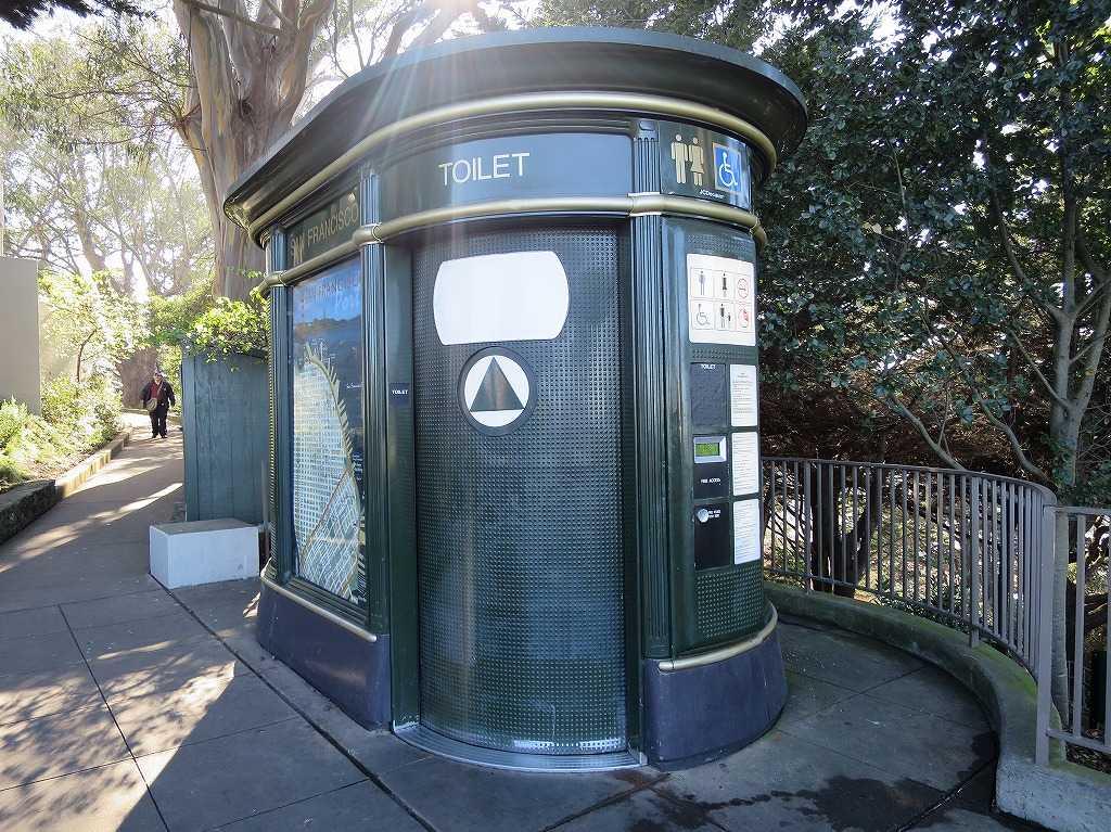 コイトタワー前のトイレ