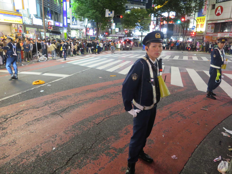 渋谷ハロウィーン - おまわりさん