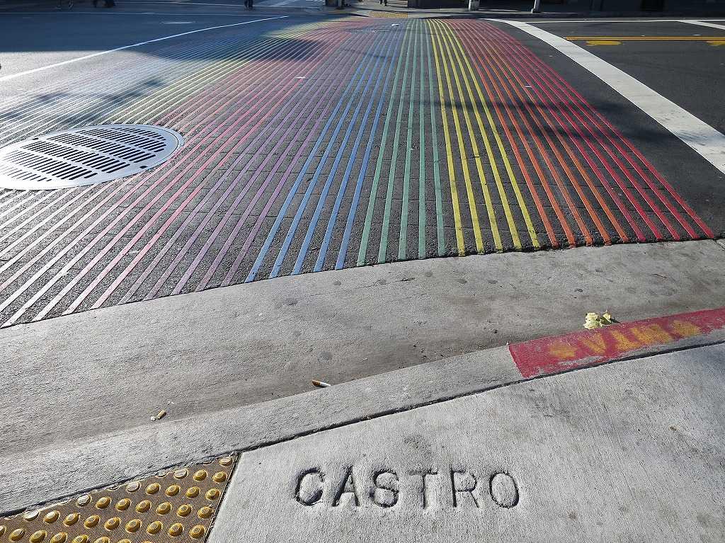 CASTRO(カストロ)のレインボー横断歩道