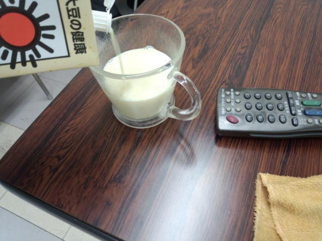 おいしい無調整豆乳の豆乳の色(白い液体)