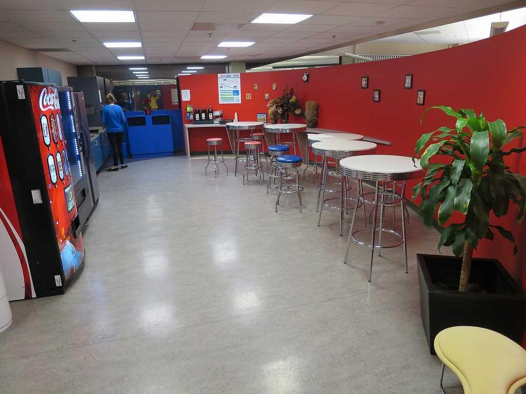 プラグ・アンド・プレイ テックセンター - 休憩室