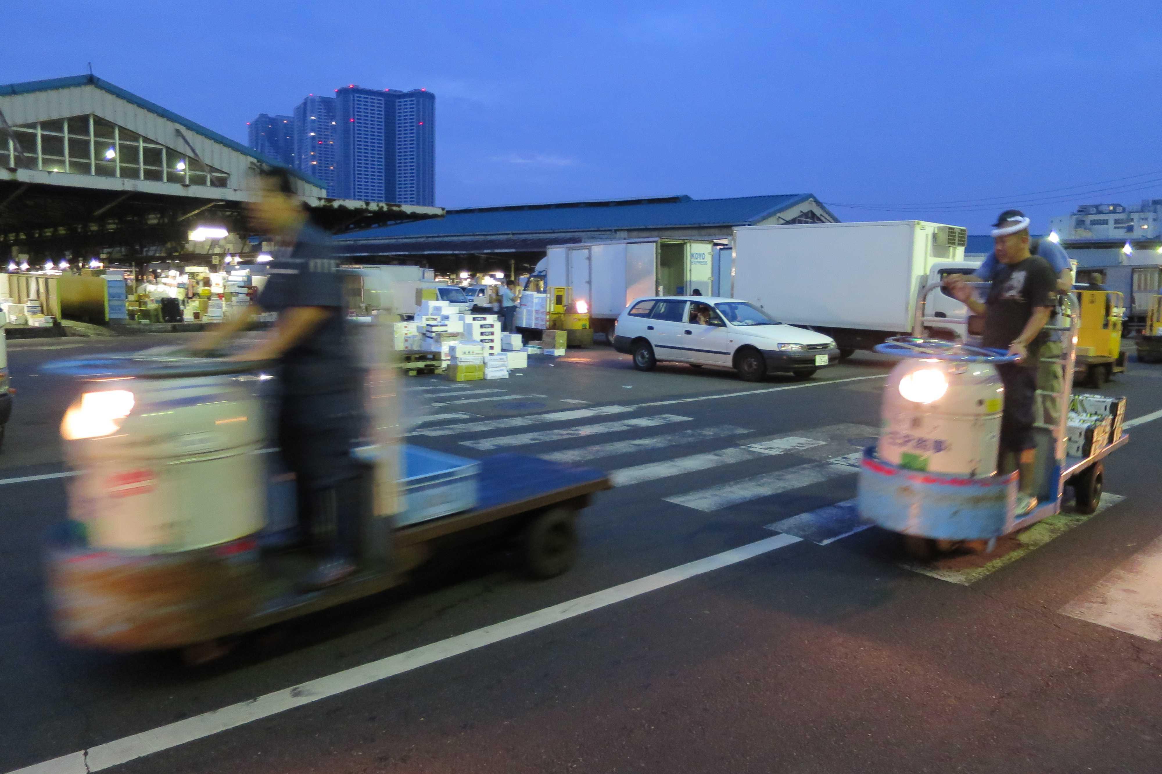ターレットトラック - 築地市場(場内)の乗り物