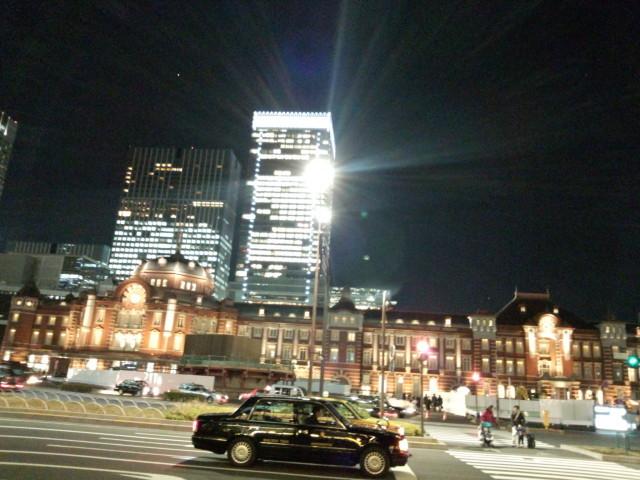光輝く夜のJR東京駅赤レンガ駅舎