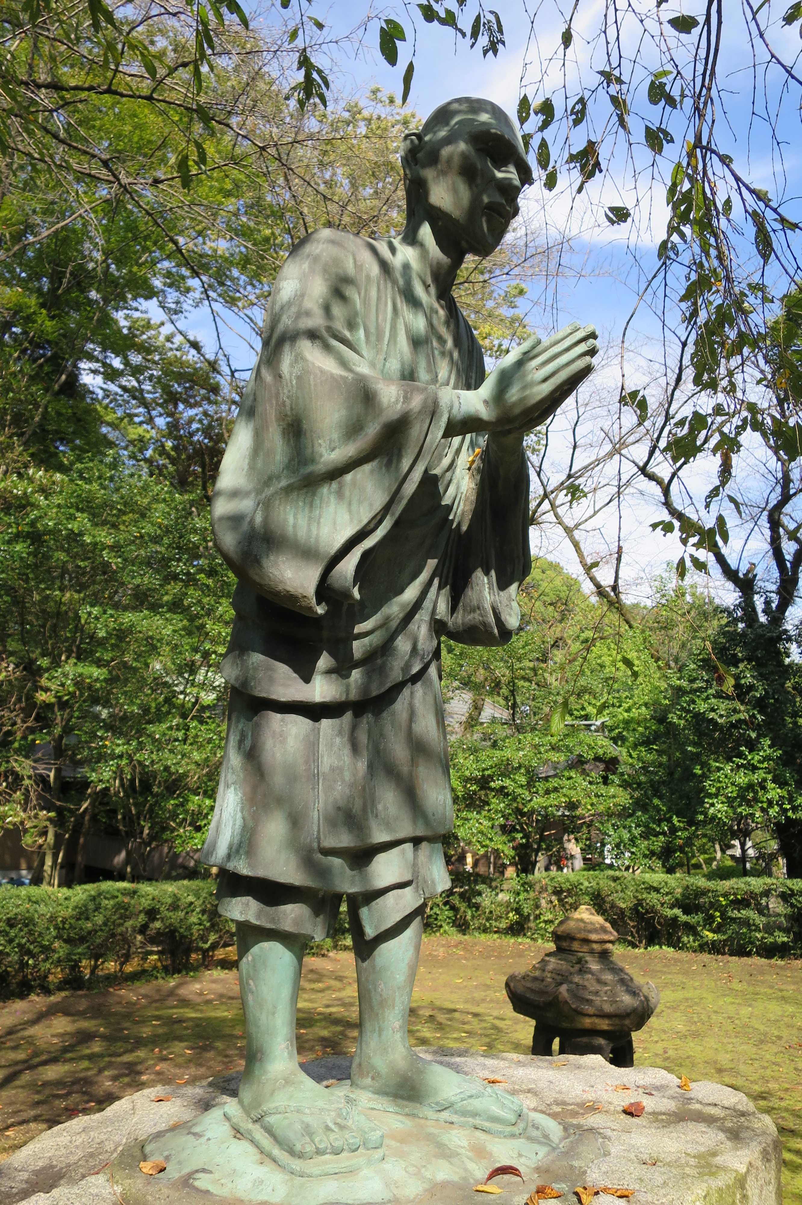 無量光寺の捨聖 - 銅像の一遍像