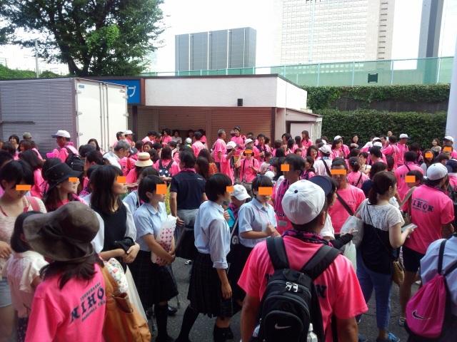 ピンク一色、日鶴応援団