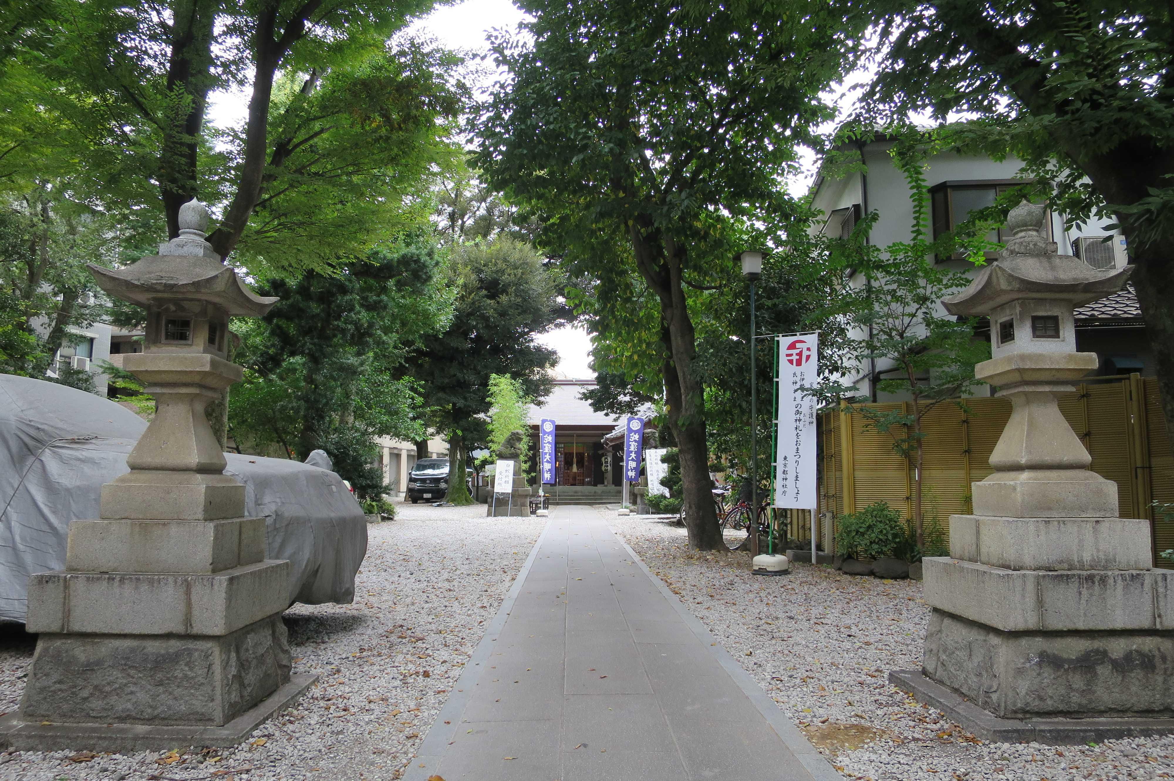 蛇窪大明神(上神明天祖神社)の境内の参道