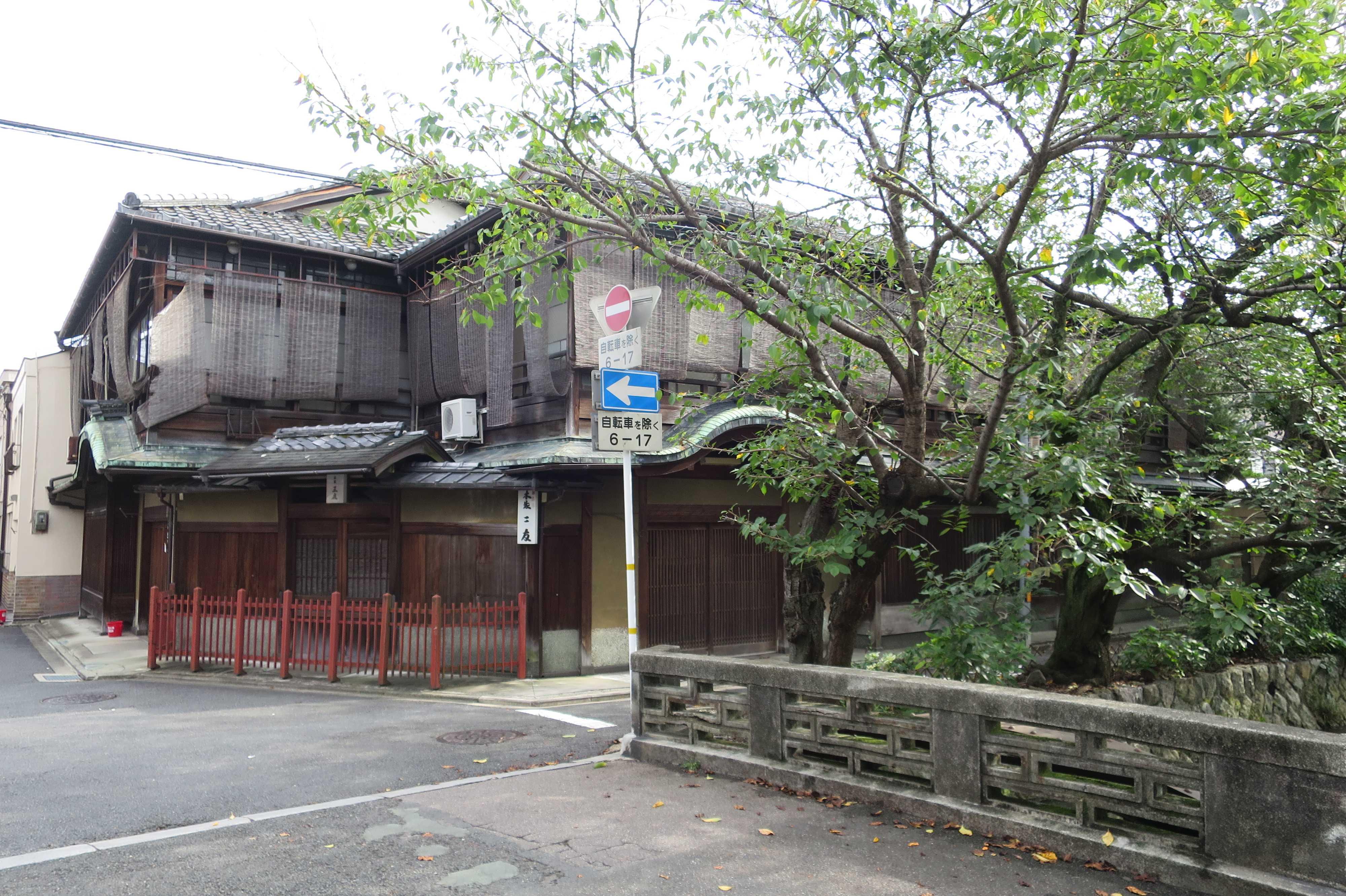 京都・五条楽園 - 本家三友 五条楽園(菊浜)地区を代表する最大の元御茶屋建築
