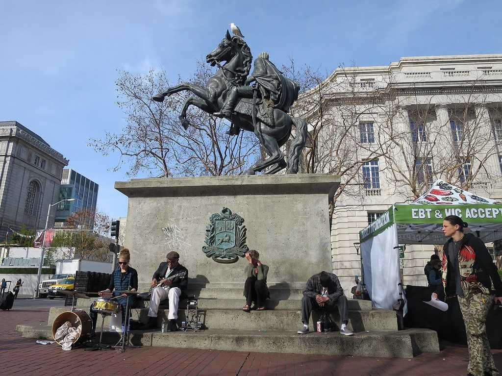 シビックセンター - シモン・ボリバルの銅像