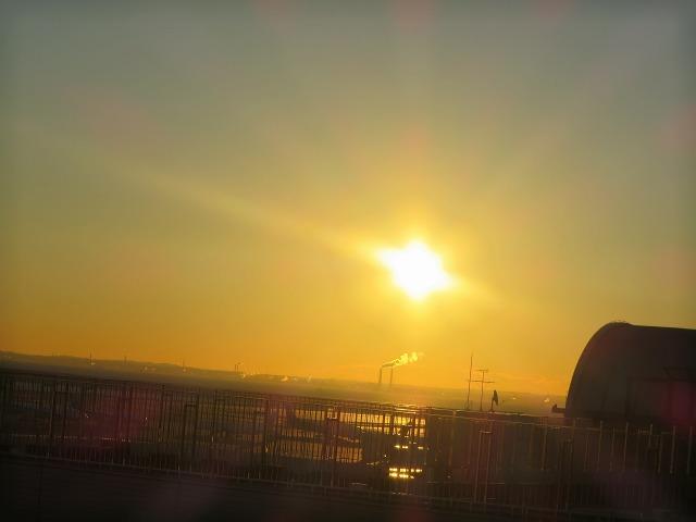 羽田空港のオレンジ色の空
