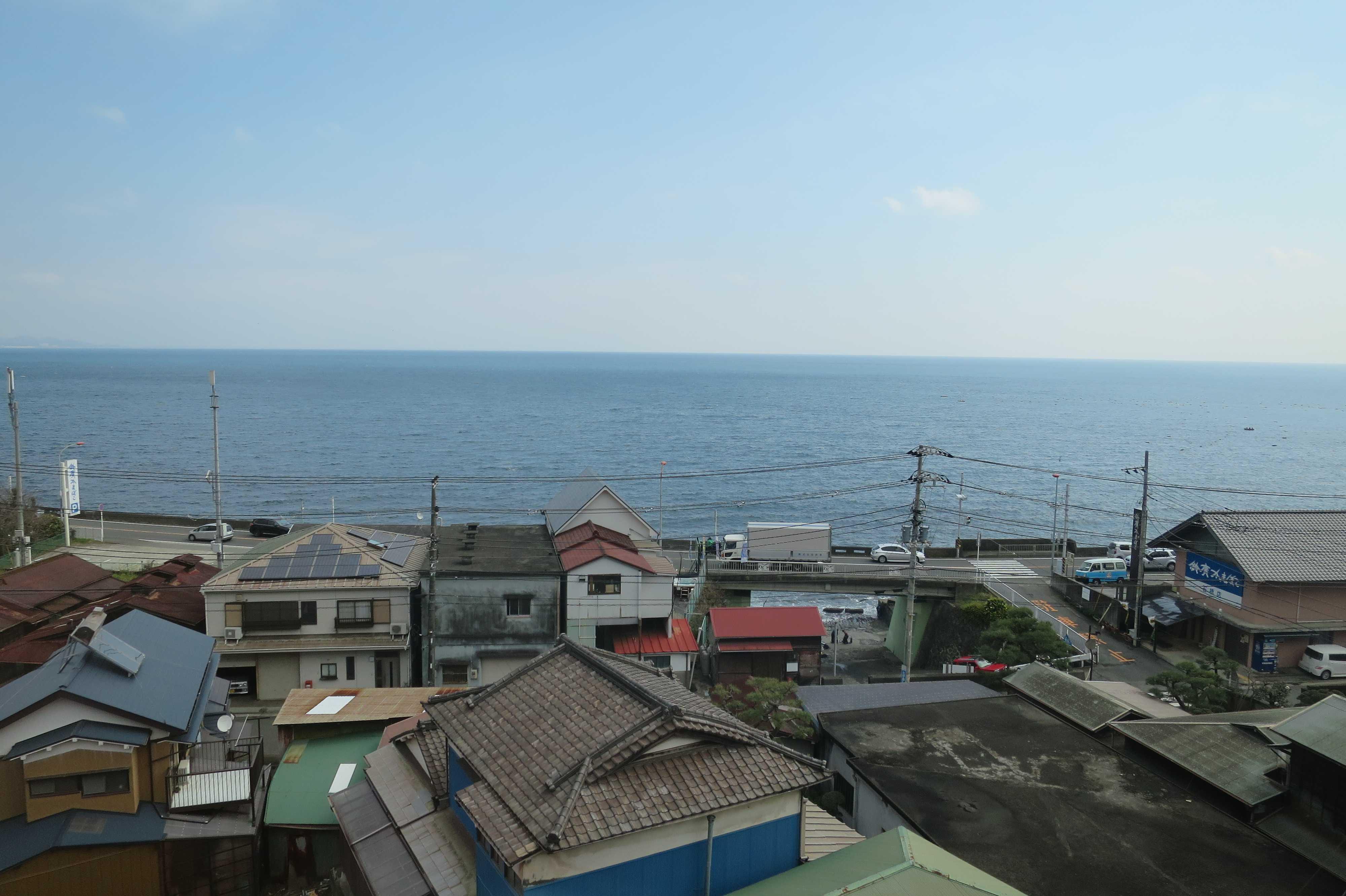東海道線の車窓 - 海